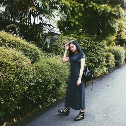 Richeen Siew - Grey Plain Maxi Dress, Topshop Gladiator Shoes - Surrounded by the Greens