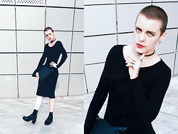 Alex T - H&M Black Dress, Singleam Black Choker - Simple and silver