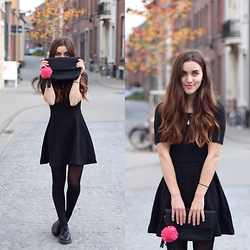 Nausikaä B - H&M Black Dress, Dr. Martens Shoes, Even&Odd Clutch - I have a new obsession