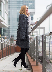 Dana Lohmüller - Marc Cain Furry Coat, Any Di Bag, Buffalo Overknees, Marc Cain Wool Dress - Furry Coat & Overknees