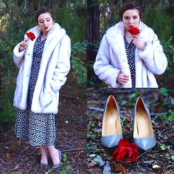 The Indie Girl Fleming - Nine West Grey Pumps, Desale Bw Vintage Maxi Dress - Winter Rose