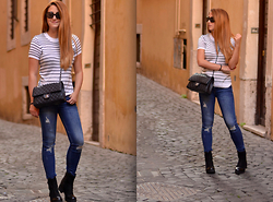 Martina Manolcheva - Zara Jeans, H&M Top, Chanel Bag - The Streets Of Rome