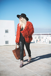 Inês M - Missguided Coat, Missguided Hat, Asos Shoes, Salsa Bag - Furry Fox