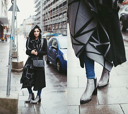 Angela Doe - NÜmph Poncho, Rebecca Minkoff Bag, Sarenza Shoes - Rainy