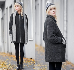 Ebba Zingmark - Brixtol Coat, 2hand Hat, Knitted By My Grandma Gloves, &Other Stories Scarf, Henry Kole Boots - TOWARDS YOU
