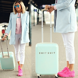 Ana Maria Oprea - Suitsuit Spinner, Nike Air Max, Selin Güngüz Pastels, Rad Cupcake - Travel because life is short&the world is huge/on blog