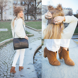 Cristina Siccardi - Dressin Faux Fur Hat, Tally Weijl White Wool Jumpers, Mango White Jeans, Cos Black Leather Bags, Bershka Brown Suede Ankle Boots - Tiny white wolf