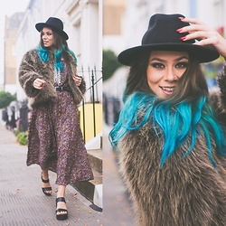 Natalia Homolova - Asos Hat, Topshop Necklace, Tk Maxx Faux Fur, Vintage/Second Hand Floral Dress, Asos Heels - VINTAGE dress
