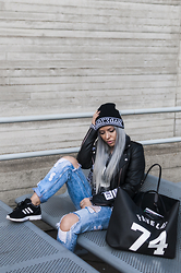 Olga Oliwye Soukupova - Shade London Black And White Beanie, Givenchy Favelas 74 Large Antigona Bag, Adidas Originals Perforated Black And White 3stripes Zx Flux, Misbhv Black And White Biker Moto Jacket, New Yorker Distressed Boyfriend Jeans - SHADE LONDON
