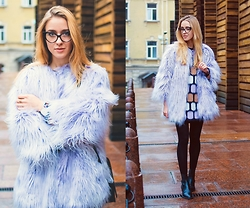 Anna Pogribnyak - Alysi Coat, Alysi Sweater, Zerouv Glasses, Topshop Boots - Stay warm, stay bright