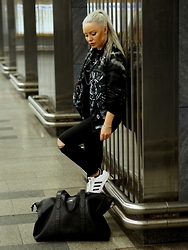 Olga Oliwye Soukupova - Givenchy Men Reversible Logo Bomber Jacket, Adidas Classic Superstar Black And White 3 Stripes, Elega Cestovni Taska Travel Bag Black Leather - UNDERGROUND