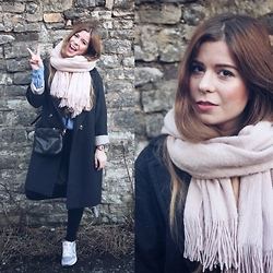 Elaine Hennings - H&M Scarf, Reebok Sneakers, H&M Coat, Fossil Bag, River Island Jeans - Mist Of Rose