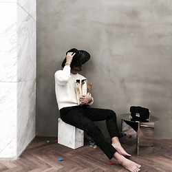 Mingboy Hwang - Maison Michel Rivets Hat, Louis Vuitton White Knits, Sandy Liang Embroidered Pants, Christian Dior Miss Bag, Smk Golden Bag - Think from Santa