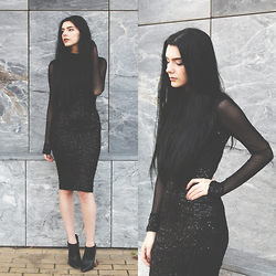 CLAUDIA Holynights - Axparis Turtleneck Sequin Dress, Little Mistress Ankle Boots - B l a c k
