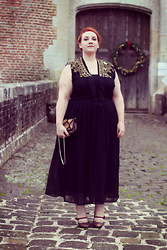 Audrey G. - Zizzi Black Maxi Dress, River Island Collar With Golden Sequins, Mellow Yellow Glitter Heels, Eram Vintage Style Clutch - French Curves : tout ce qui brille