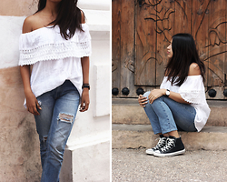 Génesis Serapio - By Mexican Artesans Blouse, Pull & Bear Jeans, Converse Sneakers, Daniel Wellington Watch - San Cristobal