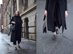 Lizzy Hadfield - Gucci Loafers - Black Layers