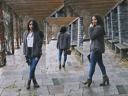 Miriam and Jeanette Roith - Zara Fluffy Coat, H&M Denim, Zara Khaki Boots, Tk. Maxx White Print Shirt, Primark Metallic Clutch - Khaki Boots / Fluffy Coat