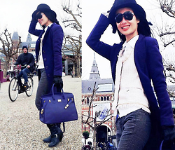 Hanna Painter - Italian Leather Handbag, Sandro Ferrone Roma Jacket, Christian Dior Sunglasses - Windy Amsterdam