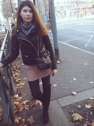 Doris Alex - Bershka Jacket, H&M Bag, H&M Over The Knee Boots - It doesn't look like winter