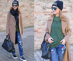 Vale ♥ - Max Mara Camel Coat, Zara Patched Jeans, H&M Green Sweater, Shoes, B&H Shoes - Frayed hem jeans and camel coat