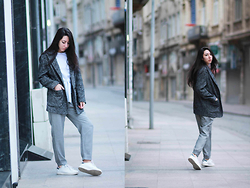 Elifnaz Kuşkaya - Zara Pants, Mango Herringbone Coat, Adidas Stan Smith Sneakers - COMFORT ZONE