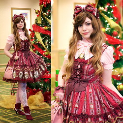 Tori - Angelic Pretty Cameo Window, Angelic Pretty Cameo Window Hairbow, Angelic Pretty Crystal Dream Carnival Blouse, Angelic Pretty Crown Purse Shoulder Bag, Angelic Pretty Cameo Window Tights, Decree Wine Boots, Angelic Pretty Noble Sleeves, Lockshop Wigs Mermaid Beachy - Christmas Cameo Window