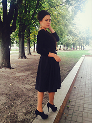 Oxana Udovenko - Dresslink Pleated Flare Puff Skirt, H&M Black Sweater, Stradivarius Suede Ankle Boots - Lucky case