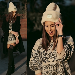 Cansın Ekşi - Acne Studios Beanie, Mango Long Coat - Jingle Jingle