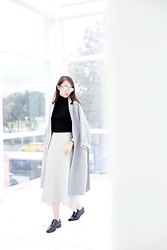 Norelle Weng - Balenciaga Oxfords, Dior Sunnies, Mango Turtleneck - Grey X White X Black