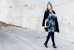 Jessica G - Balsamik Coat, Zara Dress, Jonak Boots - Carreaux & Clous // About-a-Girl.com