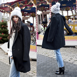 The Day Dreamings - Oasap Coat, Zara Jeans, Primark Beanie, Esprit Sweatshirt, Zara Boots - Holiday times