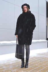 Olga Dupakova - Lindex Furcoat, Mango Boots, Stradivarius Beret, Mango Bag - Let it snow!
