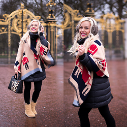 Eleonora Petrella - Sheinside London Scarf - The Queen's Guards at Buckingham Palace