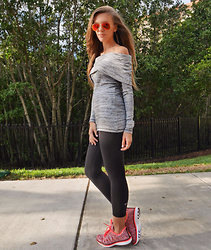 Zaichkina Lusia - Three Dots Shirt, Ray Ban Singlasses, Apl Sneakers - Sporty sexy sporty