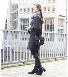 Ina Nuvo - Chloé Drew Bag, Zara Cape Coat, Tamaris Suede Leather Boots, Anna Maria Cashmere Loop Scarf - Hamburg City Girl