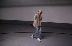 John Setrodipo - Asos Destroyed Jeans, Fila Sneakers, H&M Sweater, Topman Tee, H&M Knitted Beanie - THE KANYE LOOK