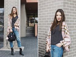 Emma Istvanffy - Sheinside Scarf, H&M Jeans, H&M Boots, Persun Bag, Mango Blouse - Cashmere Scarf & Ripped Jeans