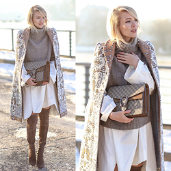 Leonie Hanne - Gucci Bag, Stuart Weitzman Overknees, Drykorn Turtleneck Sweater, Cos Long Blouse, Tory Burch Waistcoat - XXL SLEEVES & TORY | MBFWB