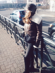 Doris Alex - Terranova Sheepskin, H&M Jeans, H&M Over The Knee Boots, H&M Bag - Ready for the cold temperature