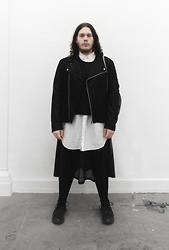 Wyatt Morgan - Weekday Suede Leather Jacket, Monki Oversized White Shirt, Self Made Black Cropped Top - 22 01