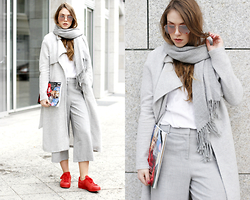 Dominique B. - Adidas Originals Sneakers, River Island Coat - Total grey at Berlin Fashionweek