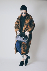 Curtis Yu - Dresscodetw Coat, Chloé Faye Bag - Keep warm in winter