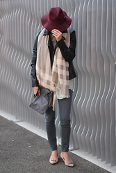 Lea Zeitman - H&M Hat, C&A Jacket, Diesel Scarf, Levi's® Jeans, Bata Heels, Cos Clutch - HATS UP!