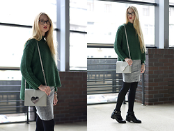 Lisa - Sweater, Asos Bag, Asos Boots - Green sweater