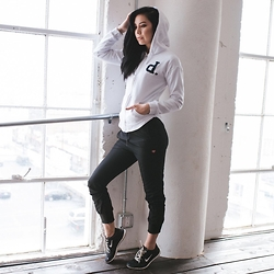 Kerstyn Inouye - Diamond Supply Co Zip Up Hoodie, Diamond Supply Co Joggers - Shine Bright in Diamond Womens