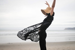 Elise Gabriel - Club Monaco Floral Pants, Lace Long Vest, Bcbg Straw Hat - Accidentally Jetset: Black Lace in San Diego