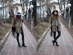 Diana Ior - Zara Faux Fur, Zara Sweater, Zara Boots, H&M Bag, Accessorize Hat - Leo