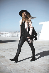 Inês M - Missguided Blazer, Missguided Hat, Missguided Boots, Missguided Bag - Miss Blush