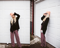 Aika Y - Free People Soft Coral Beanie, One Teaspoon Heavy Chunky Knit, Flynn Skye Flower Print High Waisted Wide Leg Pants, H&M Oversized Sunnies - Lazy Day, Comfy Mood